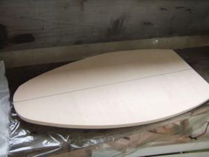 Из куска пенопласта вырезаем форму