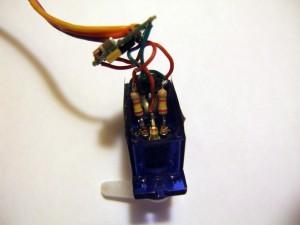 Впаиваем резисторы на 2.4кОм